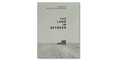 THE LAND IN BETWEEN - ENGLISH EDITION